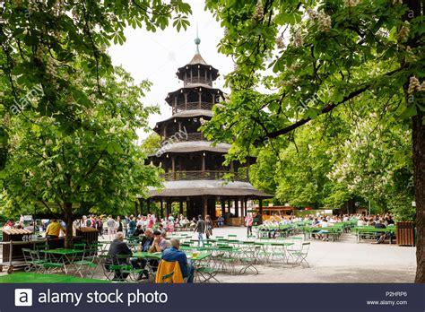 Garten Kaufen Oberbayern by Biergarten Und Chinesischen Turm Im Englischen Garten