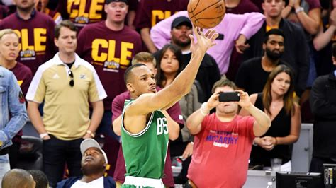 The NBA world lost its mind over Avery Bradley's game ...