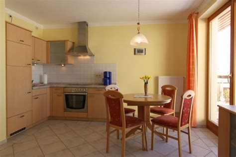 küche mit essplatz ferienwohnungen herrmann mit achterwasserblick in loddin auf usedom