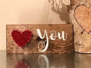 Geschenk Für Einen Guten Freund : diese entz ckenden holz zeichen verf gen ber ein string herz mit einem handgemalten sie die ~ Markanthonyermac.com Haus und Dekorationen