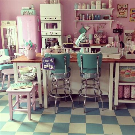 cuisine vintage 馥s 50 retro milkshake bar style manuals kitchen retro 50 39 s style bakery interior motel project pastel cuisine vintage et