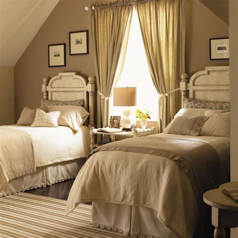 Twin #bedroom For more traditional home ideas www