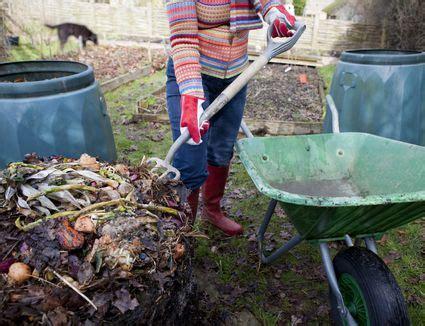 diy composting inexpensive worm bin   gal buckets