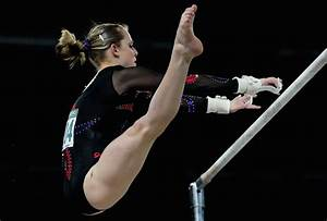 Lauren mitchell pictures 19th commonwealth games day 4 for Indian gymnastics floor music