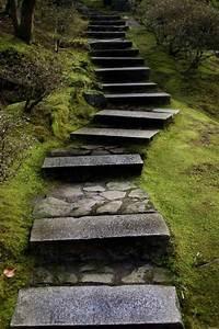 amenagement exterieur les marches de jardin en 20 photos With chemin de jardin en pierre 0 fabriquer un escalier en pierre naturelle