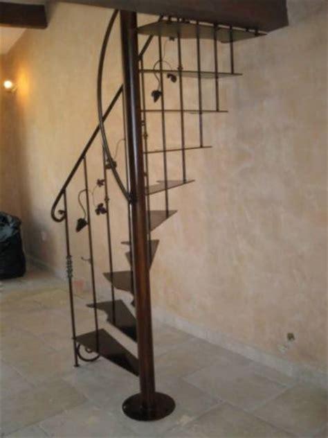escalier en fer pour une mezzanine marseille ferronnier