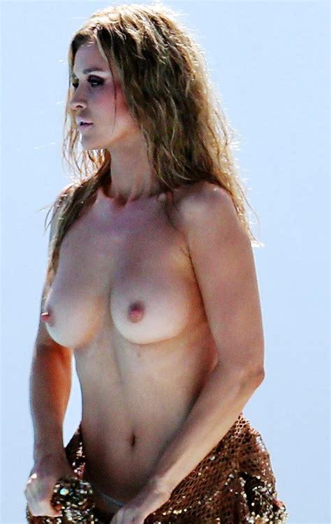 Joanna Krupa Nude Tits