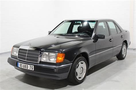 The internal chassis designation for saloon models is w 124. Mercedes-Benz - 200 E (W124) - 1992 - Catawiki