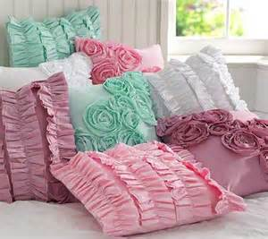 20 decorative pillows with dresses and flowers for