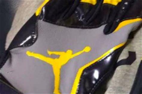 michigan player shows   jumpman gloves