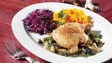 cuisiner haut de cuisse de poulet hauts de cuisse de poulet sauce aux chignons recettes iga volaille moutarde recette facile