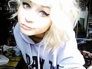scene girl | Tumblr Curly hair, just needs to be longer ...