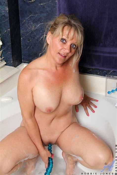 Blonde MILF Bobbie Jones Pleasure Her Wet Pussy MILF Fox
