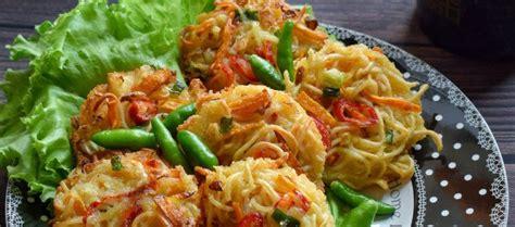 Beberapa bahan yang anda perlukan untuk membuat 6 porsi bakwan sayur: Resep Cara Membuat Bakwan Mie Sayur Yang Enak - RESEP KOKI MEDAN