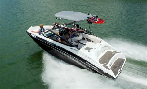 Speed Boat Vs Fishing Boat by Yamaha Ar192 And Sx192 Jet Boats Sporty And Supercharged