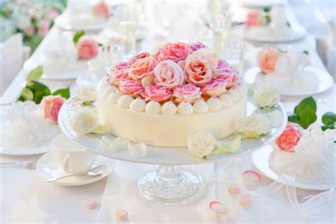 zuckerblumen fuer tortendeko selber machen gezuckerte rosen