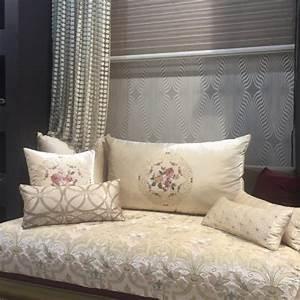 Salon Marocain Blanc : 17 best ideas about salon marocain on pinterest sombre ~ Nature-et-papiers.com Idées de Décoration