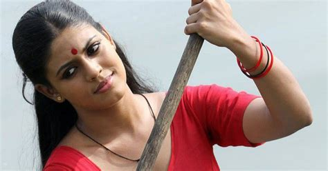 indian malayalam iniya spicy navel show in blouse ha