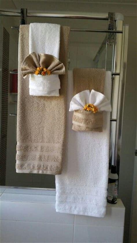 bathroom towel hanging ideas 25 best ideas about bathroom towel display on