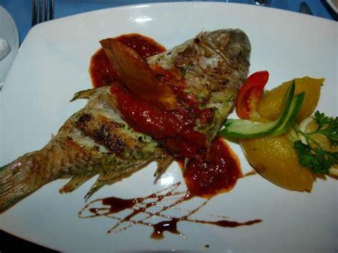 cuisine bar poisson poisson perroquet grillé photo de pirogue restaurant