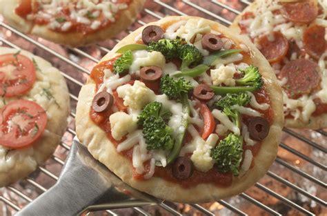 Grilled Pita Pizzas   EverydayDiabeticRecipes.com
