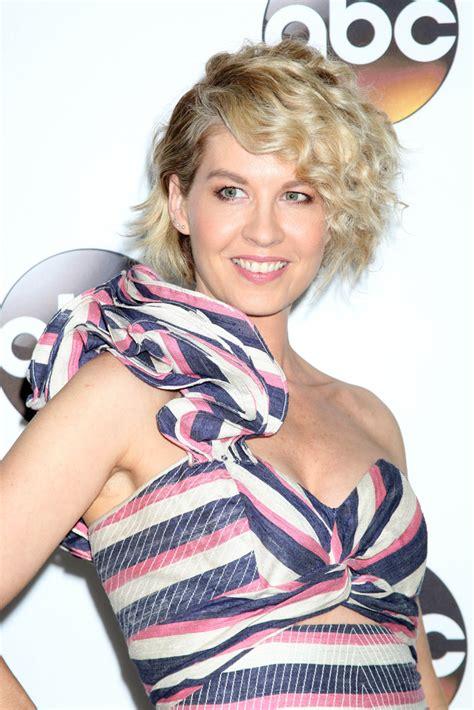 Fear the Walking Dead: Jenna Elfman to Appear in Walking ...