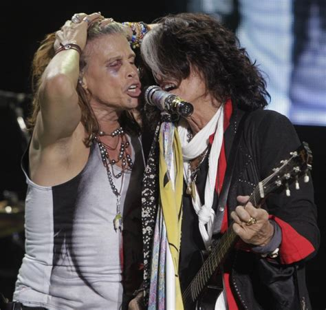 Aerosmith Steven Tyler Back On Stage After Losing Teeth In
