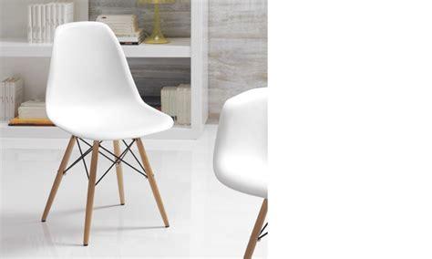 chaise moderne blanche chaise blanche et bois clair moderne xanda lot de 4