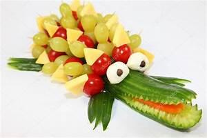 Gemüse Krokodil Anleitung : gurke krokodil stockfoto zaschnaus 58624451 ~ Markanthonyermac.com Haus und Dekorationen