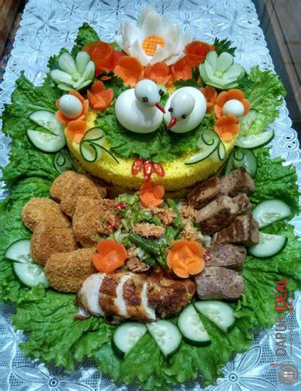 Nasi kuning biasanya banyak terdapat warung mak. Resep Nasi Kuning Komplit dan Cara Membuatnya