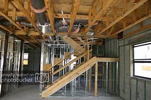 Strop drewniany w domu murowanym