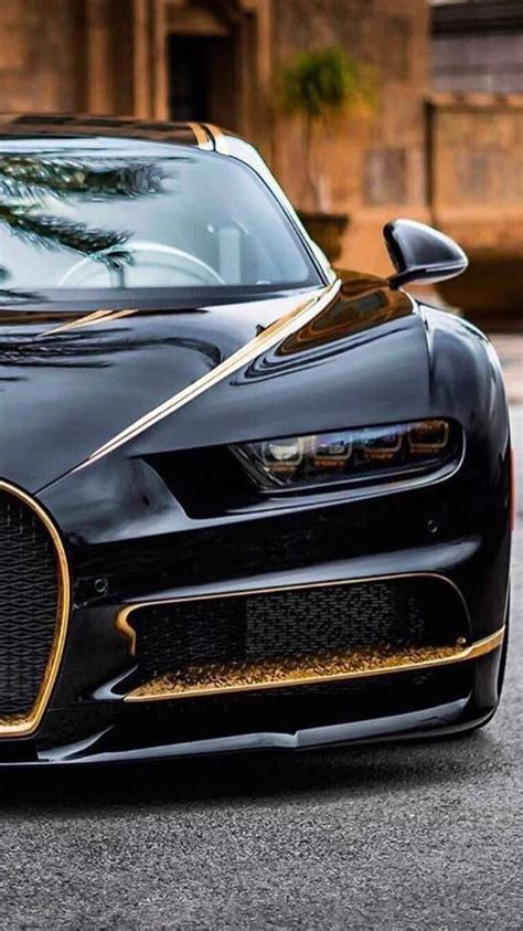 Four wheels, some seats and a tank of petrol. Bugatti Chiron with Gold Leaf in 2020 | Bugatti, Super ...