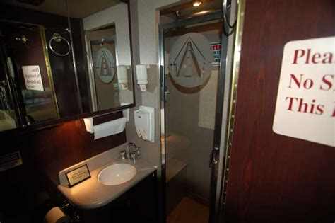 Do All Mega Buses Bathrooms by Entertainer Band Tour