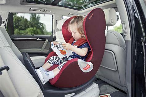 bien choisir siège auto entre rear facing et bouclier