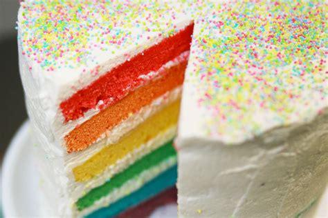 herve cuisine rainbow cake recette du rainbow cake ou g 226 teau arc en ciel facile avec herv 233 cuisine