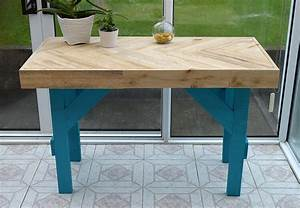 Diy wooden table made with pallet wood garden living and for Homemade furniture instructions