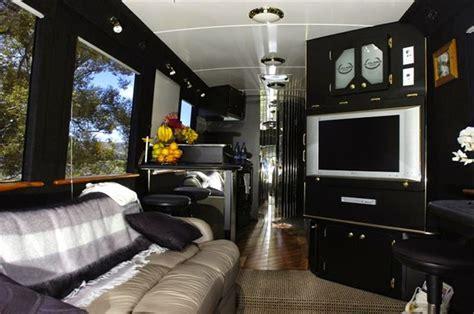 wow bus mewah  indonesia  punya desain bak hotel