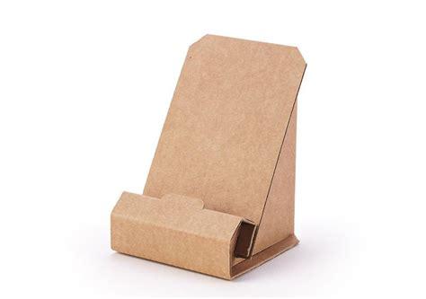 Fabricado en cartón ondulado este soporte es una opción