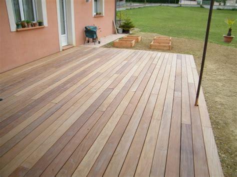 terrasse en lames de bois carrelage pav 233 s ou en dallage devant un magasin 224 portet sur garonne