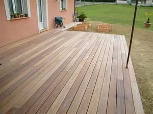 terrasse en lames de bois carrelage paves ou en dallage With terrasse en bois ou carrelage