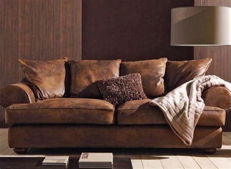 faire un canapé avec un lit ce canapé imite à la perfection le cuir lui donnant un
