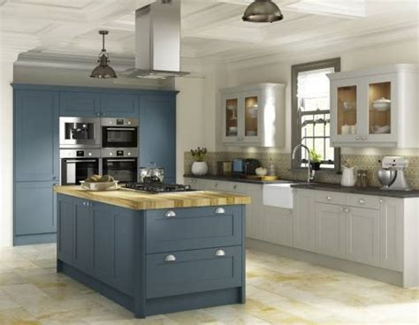 cheap country kitchens country shaker oak factory kitchens cheap factory kitchens