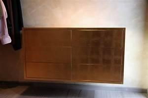 Schuhschrank Wand : wandh ngender schubladenschrank mit schlagmetall ~ Pilothousefishingboats.com Haus und Dekorationen