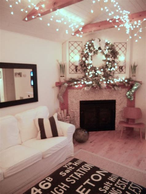 icicle lights in bedroom 1000 ideas about icicle lights bedroom on