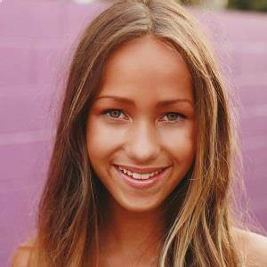 Skylar Stecker Biography - Affair, Single, Nationality, Height