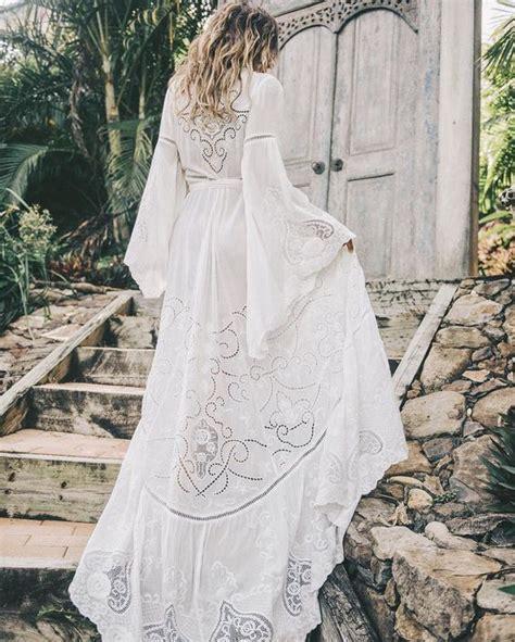 belle robe longue blanche fluide boheme manche longue in