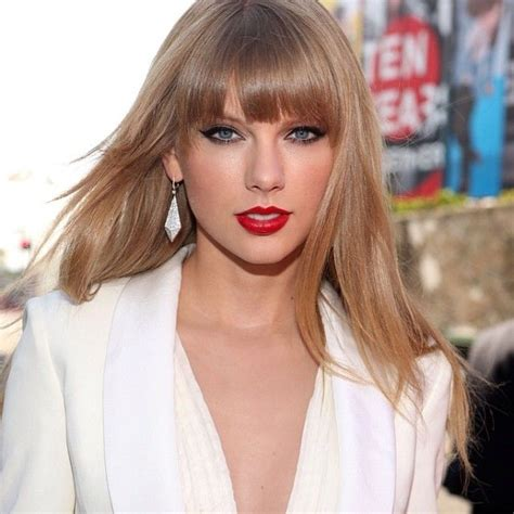 This hair and makeup worn by #TaylorSwift is just sheer ...