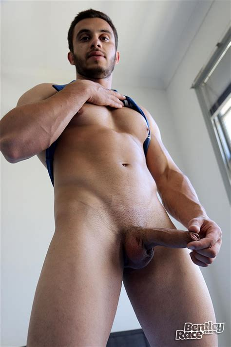 Straight Australian Beefy Muscular Guy Strokes His Thick