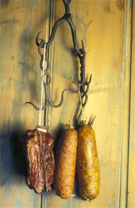 cuisiner saucisse morteau saucisses de morteau recettes à table