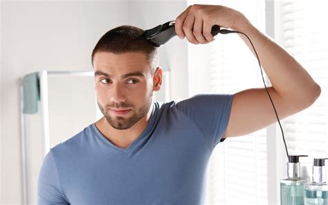technique de coupe de cheveux homme avec tondeuse